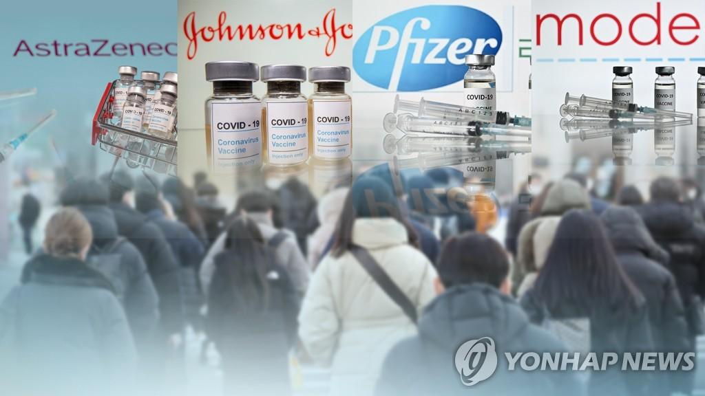 """65세 이상 고령층도 AZ백신 접종하나…당국 """"자료검토 뒤 결정"""""""