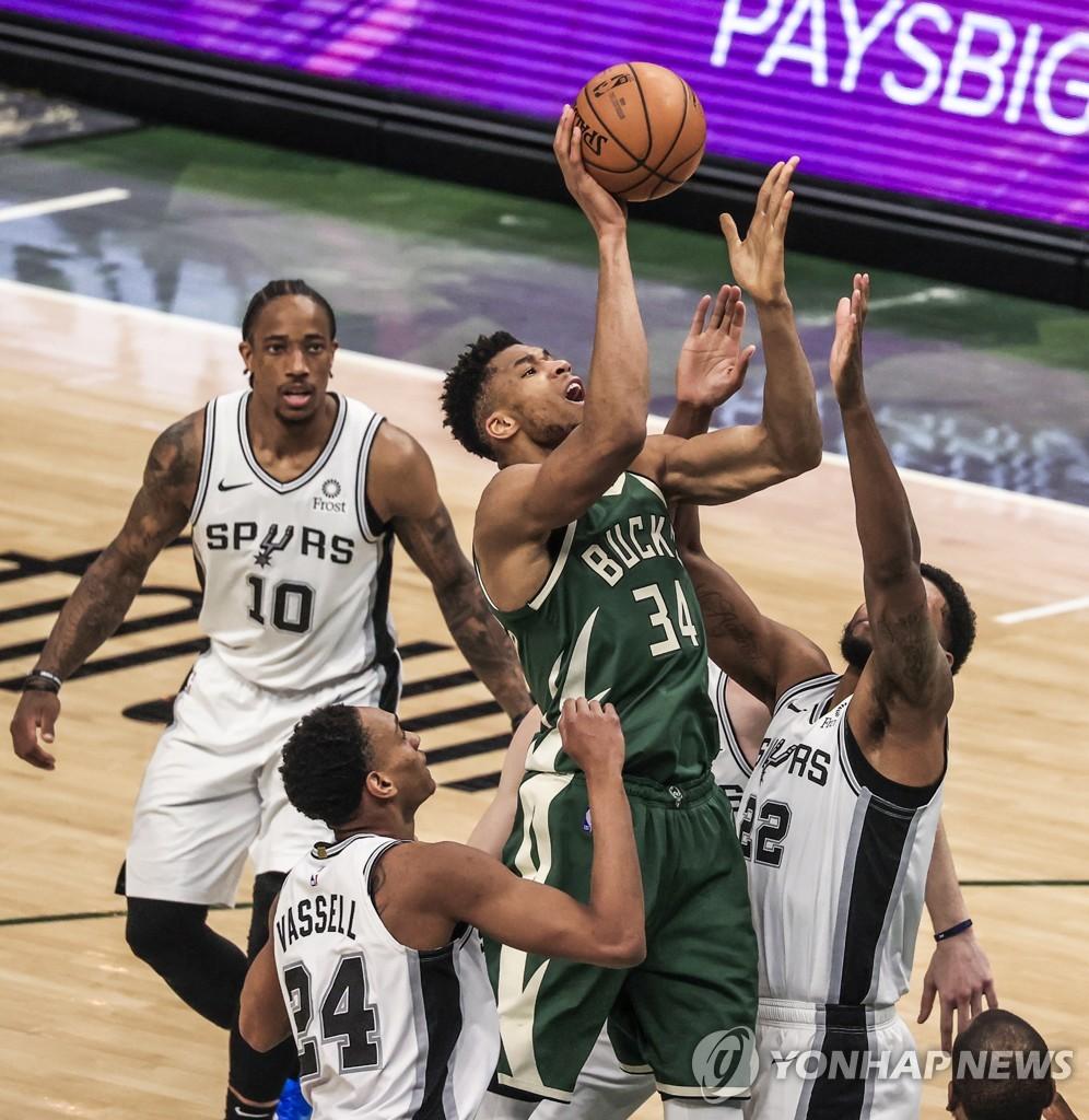 제임스 발목 부상 이탈 악재…NBA 레이커스 4연승 중단(종합)