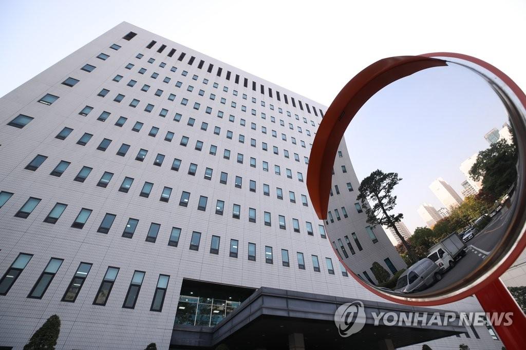 '검사 술접대' 첫 재판 또 연기…내달 27일 공판준비기일