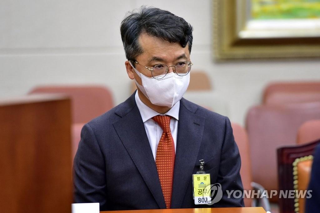 'BBQ 내부망 불법접속' 박현종 bhc 회장 재판서 혐의 부인