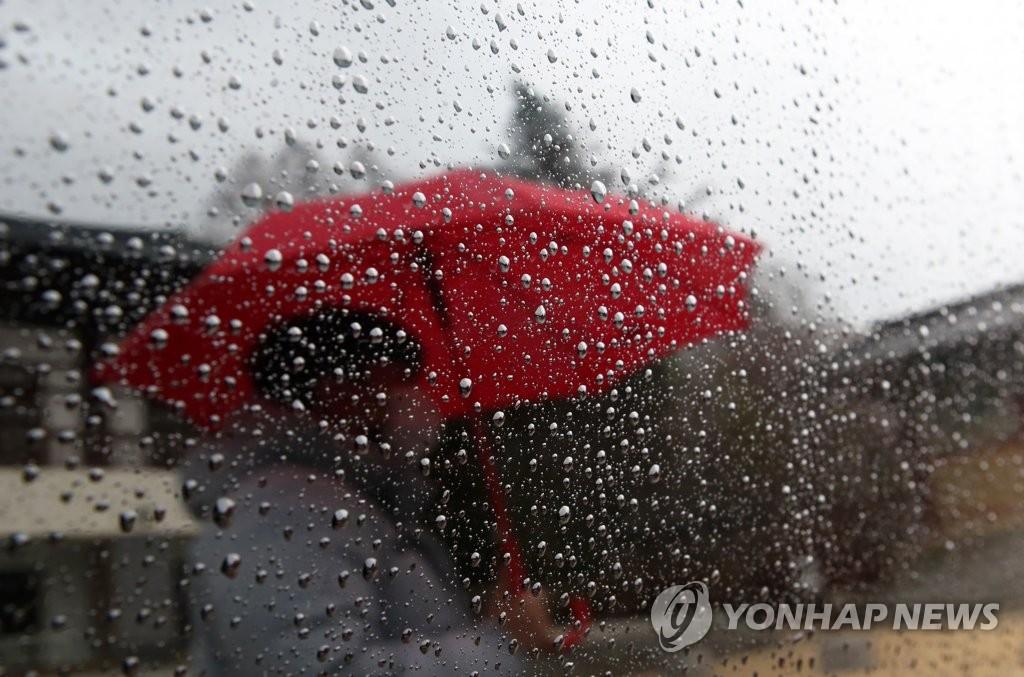 중부 최대 100㎜ 비에 돌풍·번개…강원 영동 등 많은 눈