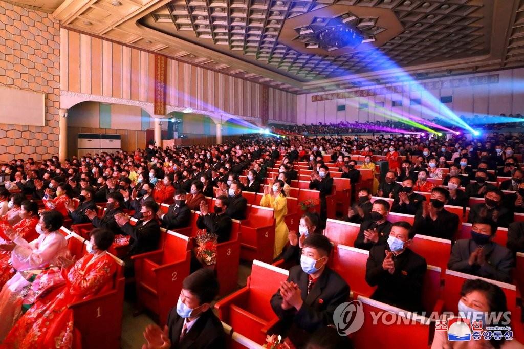 북한판 '국민오디션'…김일성 생일에 '군중예술경연' 띄워