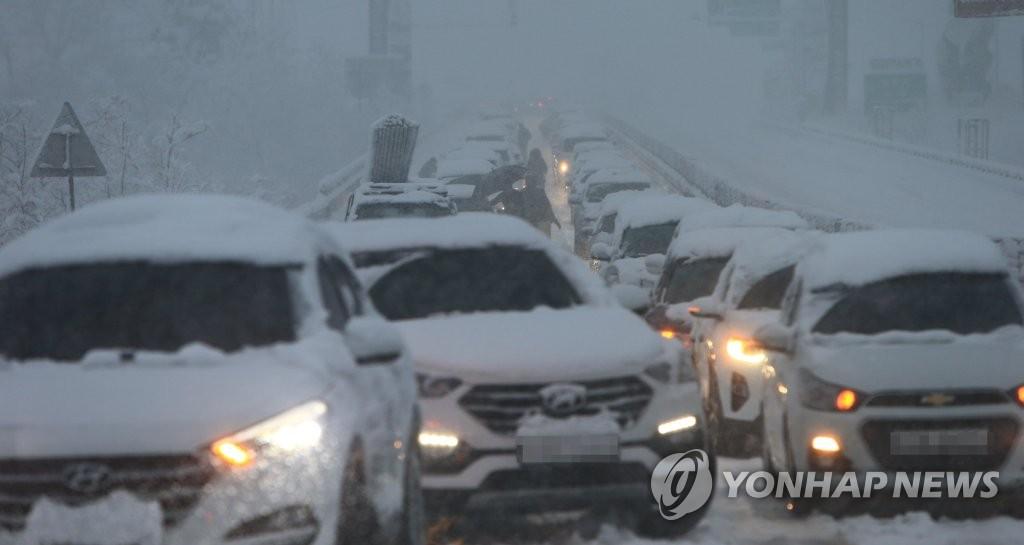 봄인가 싶더니 다시 겨울…강원 오후까지 10㎝ 눈·기온 뚝