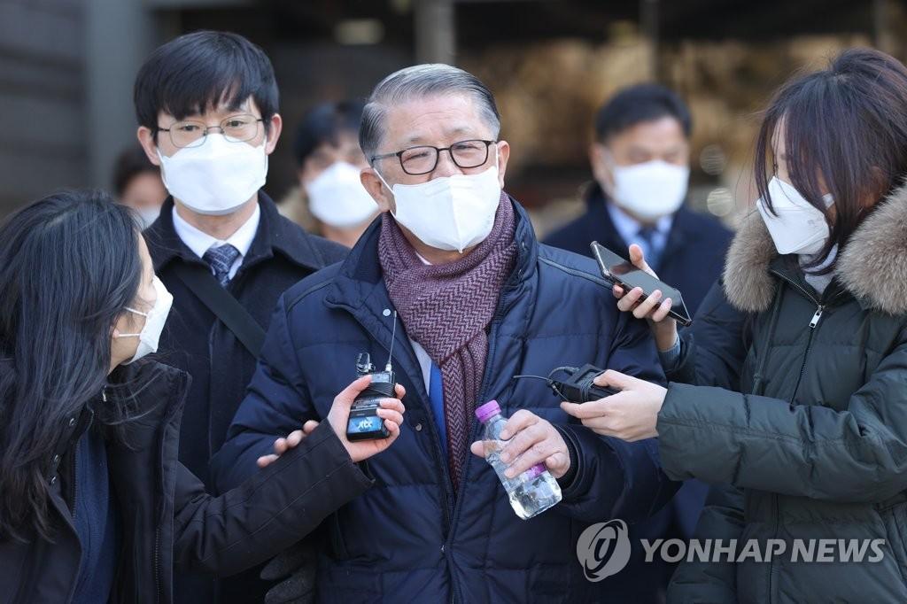 """'최신원 구속기소' 후 거래정지된 SKC """"가능한 모든 조치 강구"""""""