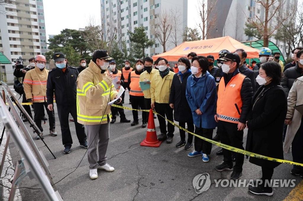 """박영선, 화재현장·전통시장 방문…""""野 시장되면 안전에 차질"""""""