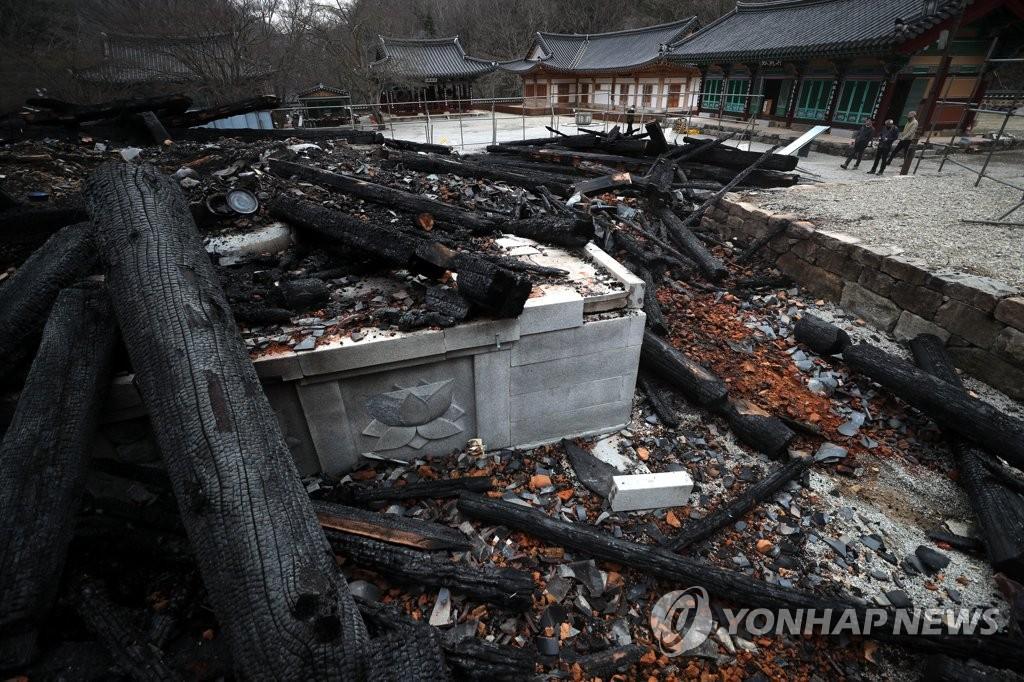 """내장사 대웅전 방화로 전소…대우 스님 """"사찰 내 불화 없었다"""""""
