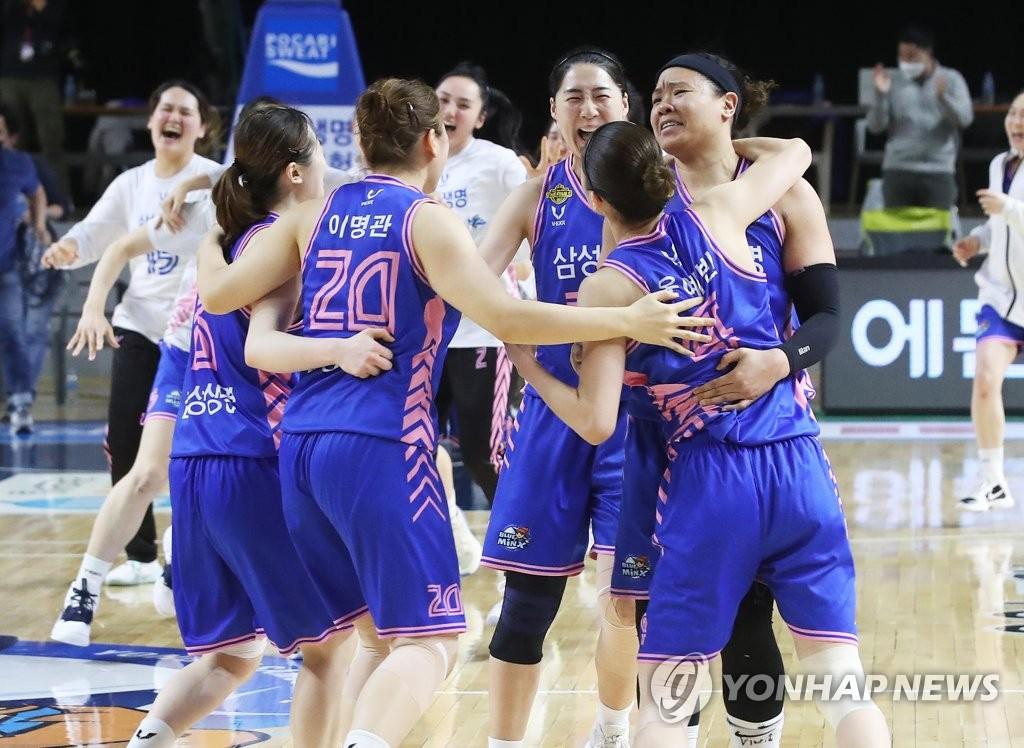 여자농구 삼성생명, 한국 프로스포츠 역사 새로 쓴 기적의 우승
