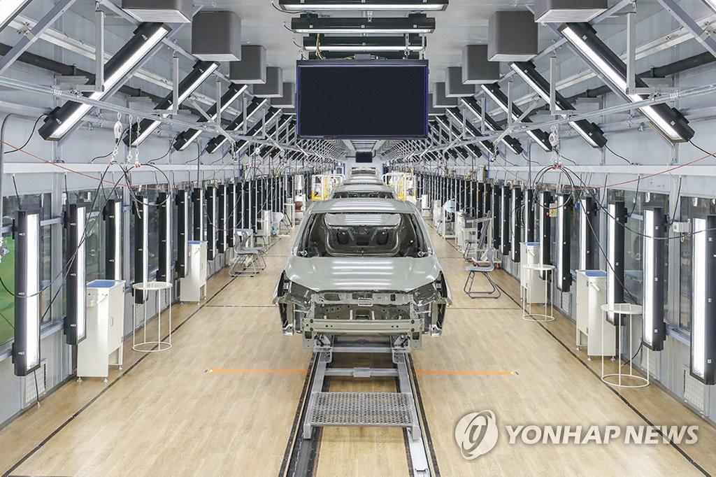 신차 생산 첫 단추…한국지엠 창원 도장공장 준공
