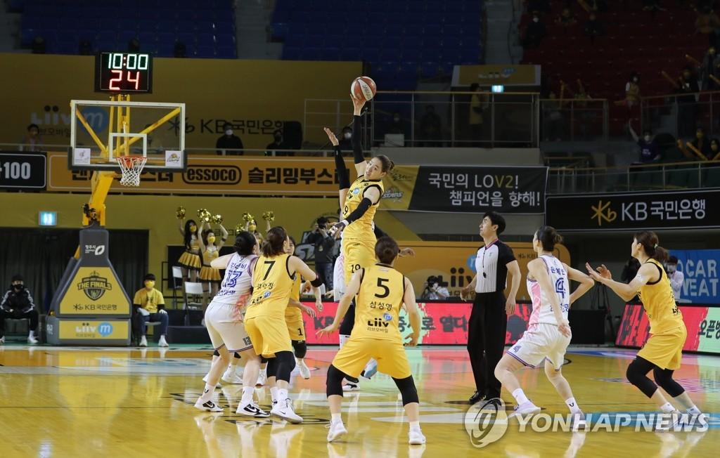 2패 뒤 3연승 vs 4위팀 우승…15일 여자농구 결승 '마지막 승부'