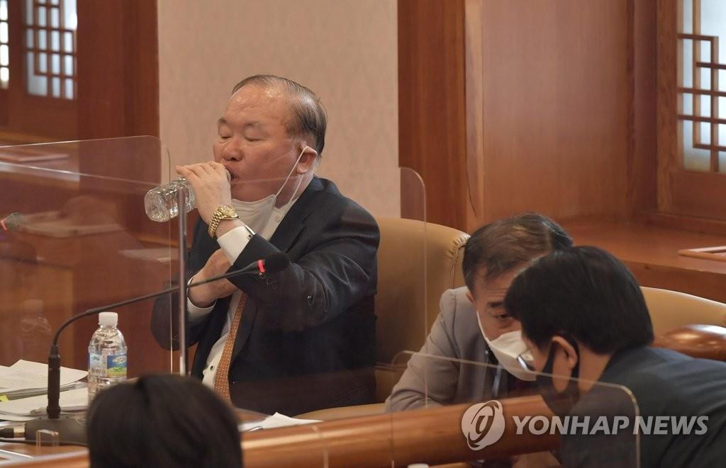 '임성근 법관탄핵' 첫 재판…증거·증인채택 놓고 신경전