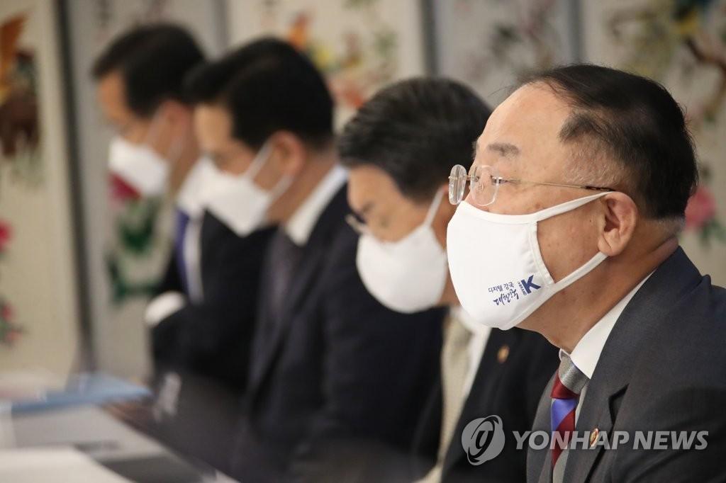 역대 최장수 기재부 장관 눈앞에 둔 홍남기