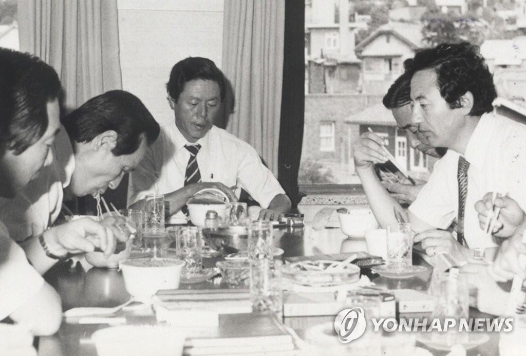 '라면왕' 영원히 잠들다…고 신춘호 농심 회장 영결식