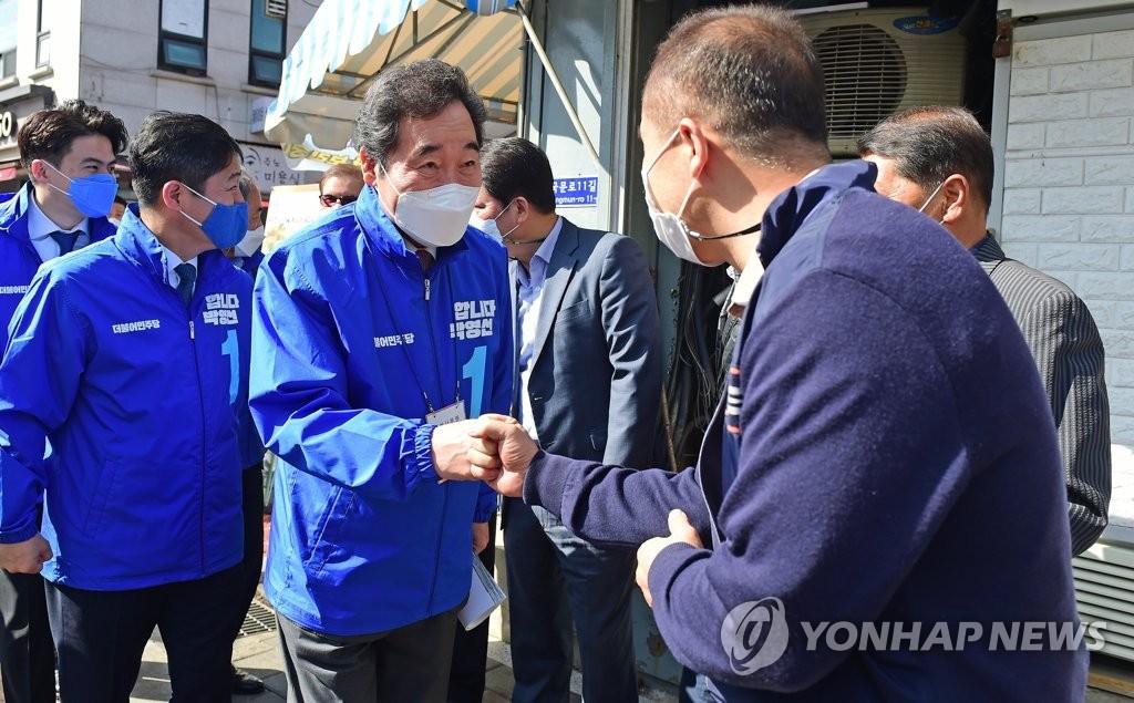 """엎드린 이낙연 """"부동산 화나 죽겠다…못고치면 정치자격 없어""""(종합)"""