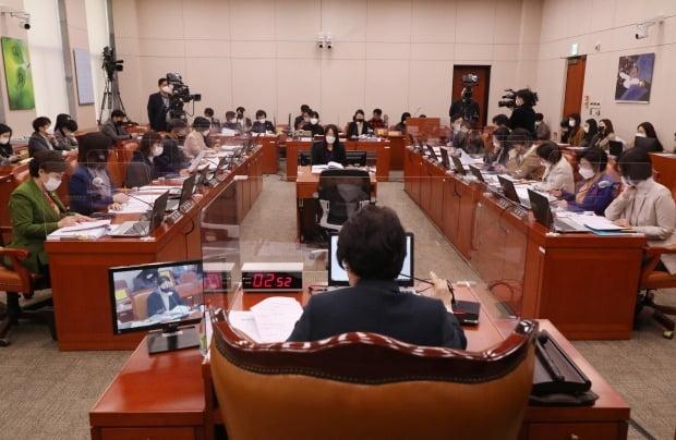 지난 10일 국회 여성가족위원회에서 인신매매·착취방지와 피해자보호등에 관한 법률안에 대한 공청회가 열린 모습. /사진=연합뉴스