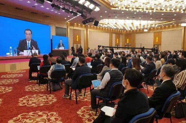 리커창(李克强) 중국 총리가 지난 11일 베이징에서 열린 전국인민대표대회(전인대) 기자회견에서 각종 현안에 대한 기자들의 질문에 답변하고 있다./ 사진=연합뉴스