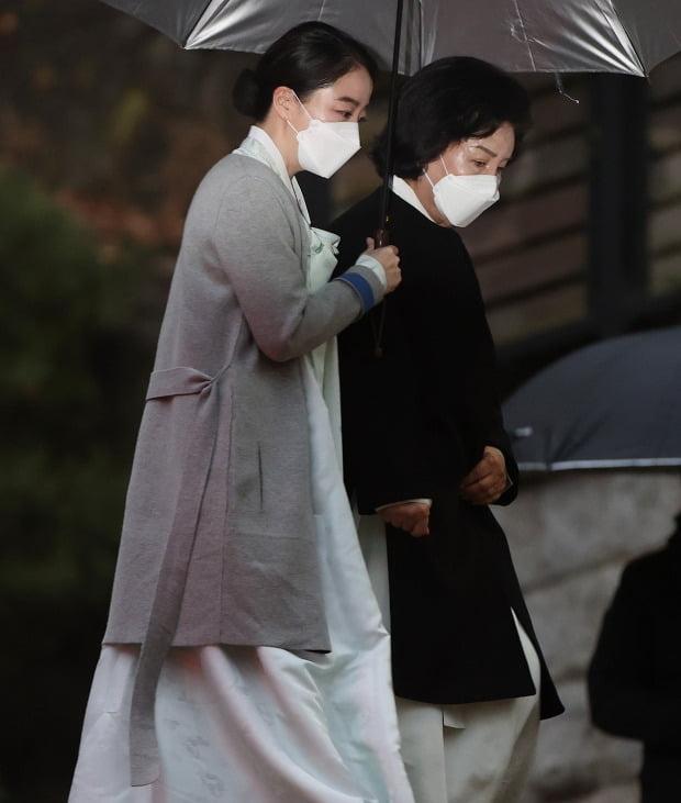 KBS 아나운서 → 현대 가정의 며느리 노현정은 여전히 화제 다