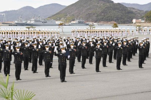 해군사관학교 연병장에서 사관생도들이 입학 선서를 하고 있다. 기사와 사진은 관련 없음/사진제공=해군사관학교