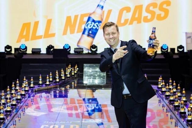 오비맥주는 맥주 브랜드 '카스'의 원재료와 공법, 패키지 디자인을 모두 개편한 신제품 '올 뉴 카스'를 출시했다. 사진=오비맥주