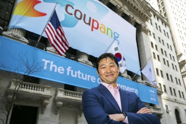 김범석 쿠팡 의장. 쿠팡은 뉴욕증시 상장을 통해 조달한 자금을 한국 이커머스 시장 공략을 위한 물류 인프라 확충에 투입할 것이라고 밝혔다.
