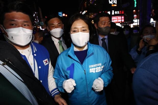 박영선 더불어민주당 서울시장 후보가 6일 서울 마포구 상상마당 인근에서 열린 집중유세에 참석하고 있다. 사진=뉴스1