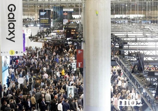 GSMA(세계이동통신사업자협회)가 스페인 바르셀로나에서 매년 개최하는 세계 최대 규모 이동통신 산업박람회 'MWC(모바일월드콩그레스)' 2019년 행사장 모습 / 연합뉴스