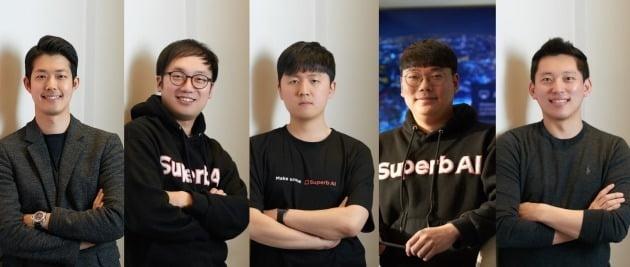 왼쪽부터 김현수 대표, 이정권 CTO, 이종혁, 차문수, 이현동 공동창업자. 사진=슈퍼브에이아이