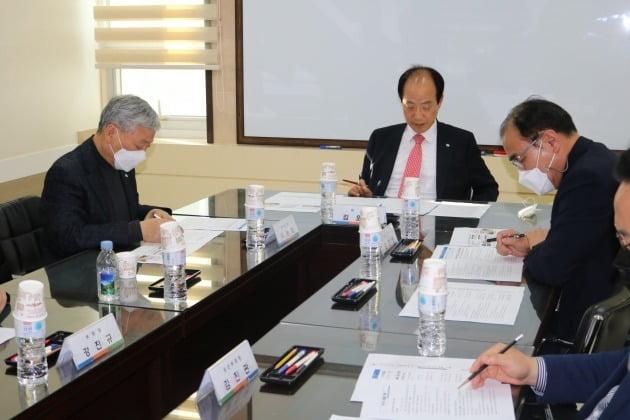 한국경영기술지도사회가 국가자격사 법정단체로 새롭게 출범한다. 2021년 회장단 회의 모습. /한국경영기술지도사회 제공
