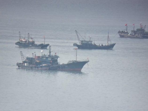 서해 북방한계선 인근에 모여 든 중국어선들 모습. 서해5도 특별경비단  제공