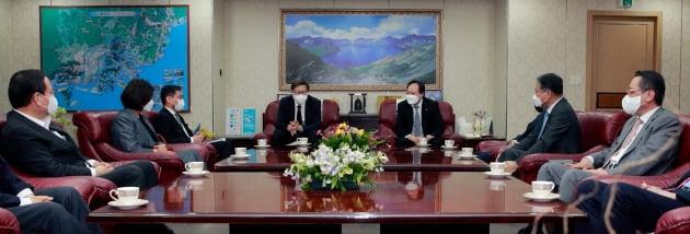 """박형준 부산시장 """"부산경제 살리도록 상공계와 힘을 합치겠습니다."""""""