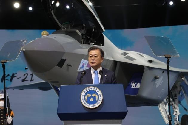 """文 """"독자개발 KF-21, 자주국방의 새로운 시대 열어"""""""