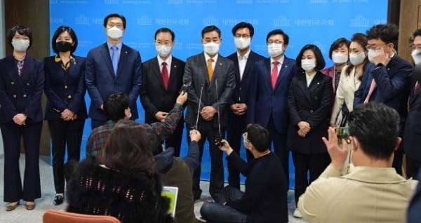 야당의 '엉터리 논공행상' [여의도 돋보기]