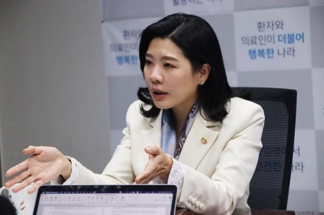 """'오세훈 방역' 지지한 신현영 """"민주당 의사결정 구조 바꿔야"""" [인터뷰]"""