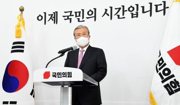 김종인 국민의힘 비상대책위원장이 8일 오전 서울 여의도 국회에서 사퇴 기자회견을 하고 있다. /뉴스1