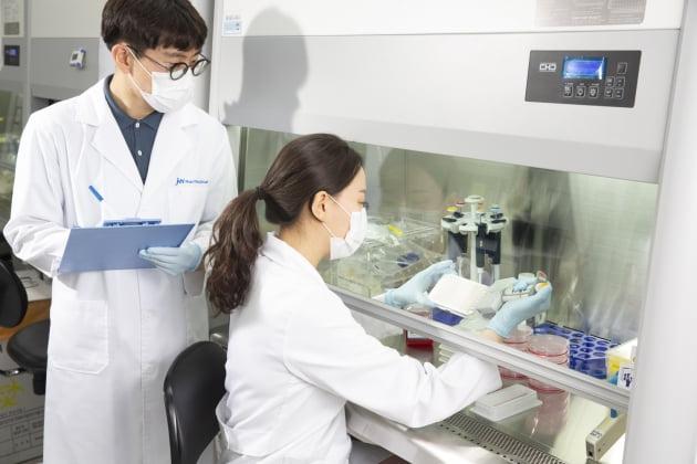 JW중외제약, 아토피신약 적응증 확대 시동…콜린성두드러기 2상 승인