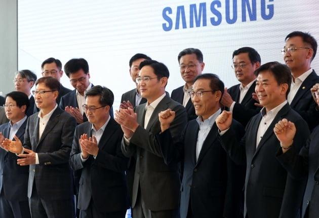이재용 삼성전자 부회장(가운데) 사진=김영우 기자 youngwoo@hankyung.com