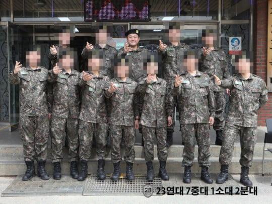 군복 입은 김호중 /사진=육군훈련소 홈페이지