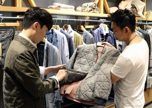 신세계백화점은 올해 1월 1일부터 4월(16일 기준) 남성용 명품 브랜드 매출이 지난해 같은 기간보다 68.2% 뛰었다고 20일 밝혔다. 사진=신세계백화점