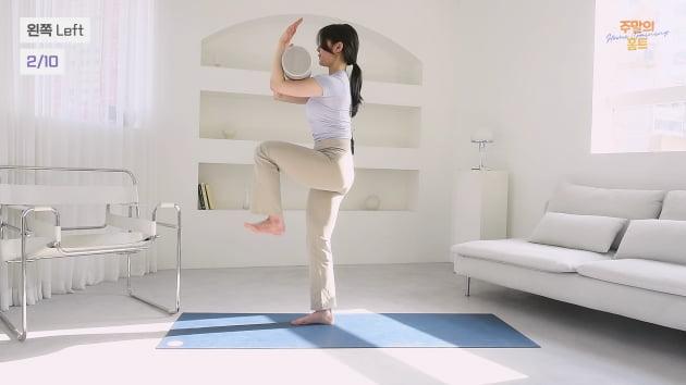 주말의 홈트 정지인의 쉬운 다이어트, 하체 순환과 척추 교정에 좋은 '폼롤러 활용 런지'