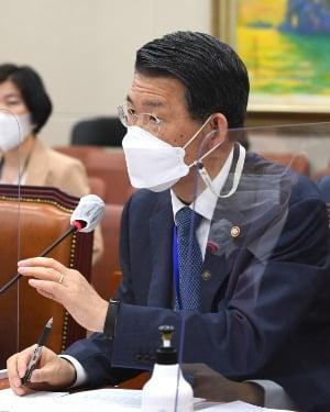 은성수 위원장이 22일 국회 정무위 전체회의에서 발언하고 있다. / 사진=뉴스1