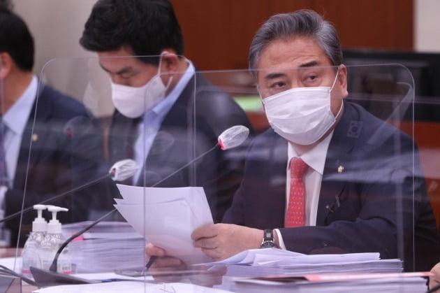 박진 국민의힘 의원이 국회 외교통일위원회에서 질의하고 있는 모습./ 연합뉴스