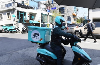 '단건 배달'로 강남 평정한 쿠팡이츠…배민도 서비스 개편 맞불
