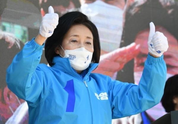 지난달 30일 당시 박영선 더불어민주당 서울시장 후보가  서울 성동구 왕십리역 광장에서 열린 집중유세에서 지지를 호소하고 있다. /사진=연합뉴스