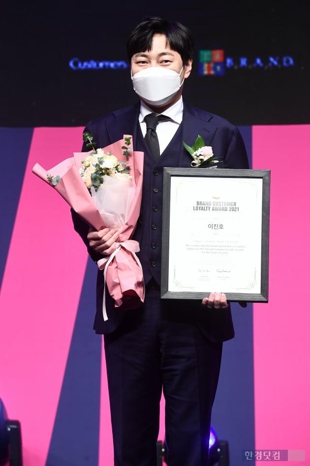 [포토] 이진호, '2021 브랜드 고객충성도 대상' 개그맨 부문 수상