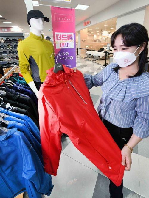 봄맞이 용품 쇼핑…홈플러스, 쇼핑몰 봄 신상품 최대 50% 할인