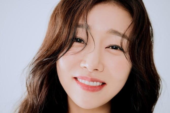선우, 청순-순수-시크까지 '3色 분위기' 새 프로필 공개