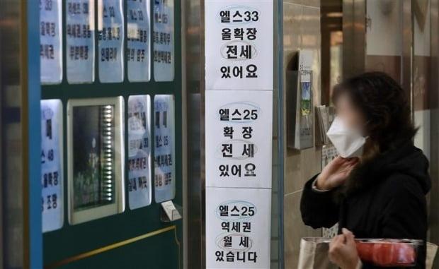 서울 송파구의 한 부동산 중개업소 전경. /한경DB