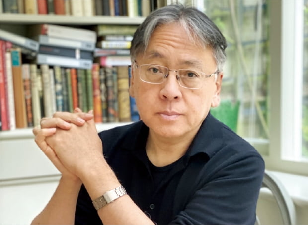 2017년 노벨문학상 수상 후 첫 신작 '클라라와 태양'을 발표한 가즈오 이시구로.  ⓒ로나 이시구로