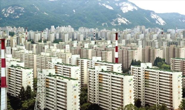 KB부동산 조사 기준 지난달 집값이 전년 동기 대비 36.1% 올라 서울에서 가장 높은 상승률을 기록한 노원구 일대 아파트.  /한경DB