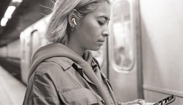 잘 들리는 무선이어폰·건강 지킴이 스마트워치…웨어러블 기기 인기