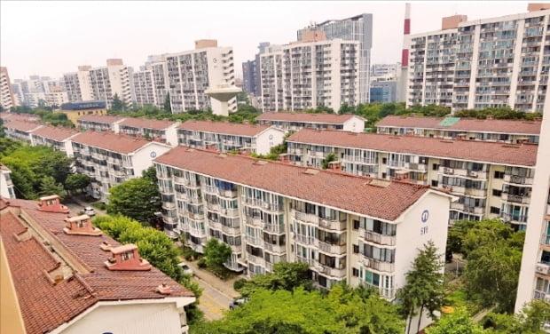 올초 서울시 도시계획위원회에서 재건축 정비계획안이 통과된 서울 노원구  상계주공5단지.  한경DB
